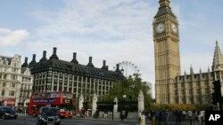 Pemerintah Inggris akan mewajiban pengunjung dari enam negara bekas jajahannya untuk membayar uang jaminan untuk memperoleh visa, Senin, 29 Juli 2013 (Foto: dok).