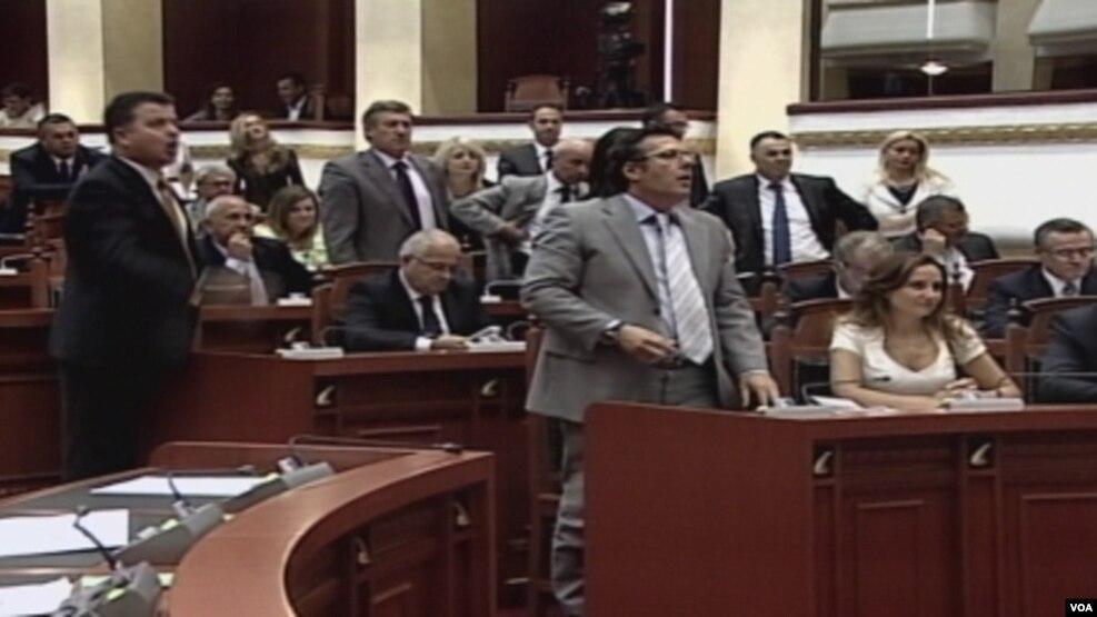 Importi i mbetjeve, opozita kërkon referendum