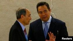 Keith Harper (kanan), Dubes AS untuk PBB, bersama Eviatar Manor, Dubes Israel untuk PBB (Foto: dok).