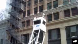 纽约警察局在世贸中心附近的街头设置了监视器