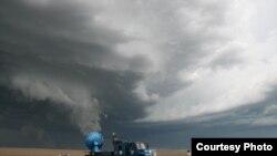 Radar beleži podatke u neposrednoj blizini velike oluje u Nebraski.