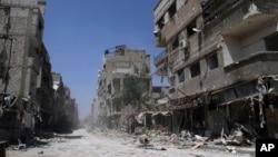 叙利亚政府军与反政府武装之间的战斗使得大马士革西南方大约10公里的Mleiha地方如同废墟。图片摄于叙利亚政府8月15日安排的一次媒体活动。