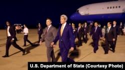 美国国务卿克里抵达金边国际机场 (2016年1月25日)
