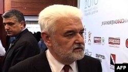 Premijer Srbije Mirko Cvetković kaže da je pružio pomoć Saši Jankoviću da otputuje u Oslo na dodelu Nobelove nagrade za mir, 10. decembar 2010.