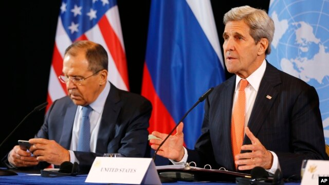 U.S. Secretary of State John Kerry, right, and Russian Foreign Minister Sergey Lavrov attend a news conference after the International Syria Support Group (ISSG) meeting in Munich, Germany, Feb. 12, 2016.