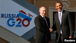 Los presidentes de Rusia y Estados Unidos se saludan cordialmente antes de la primera sesión de la Cumbre del G-20, en San Petersburgo, Rusia.