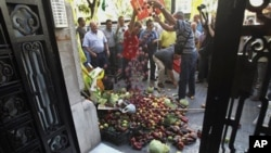 دهقانان شهر ولانسیای هسپانیه مقدار زیاد میوه و ترکاری را مقابل دروازۀ قونسلگری آلمان به عنوان اعتراض ریخته اند.