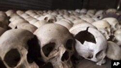 Crânes humains exposés au Mémorial du génocide de Ntarama au Rwanda.