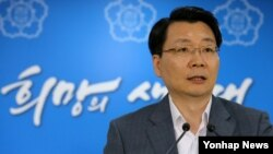 김형석 한국 통일부 대변인이 26일 정부서울청사에서 정례 브리핑을 하고 있다.
