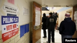 """La Virginie est le premier Etat à voter mardi 1er mars, """"Super Tuesday"""". Ici, un bureau de vote à Arlington. (REUTERS/Gary Cameron)"""