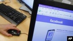 電腦螢幕顯示臉書主頁(資料圖)
