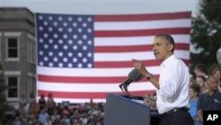Tổng thống Hoa Kỳ Barack Obama nói chuyện tại cuộc vận động tranh cử ở Trạm cứu hỏa Roanoke #1, bang Virginia, ngày 13 tháng 7, 2012.