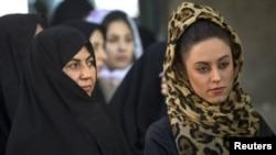 Para pemimpin Iran membatasi gerak kaum perempuan dan mendorong domestifikasi mereka. Perempuan hanya dijadikan alat peraih suara. (Foto: Dok)