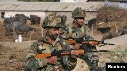 Binh sỹ Ấn Độ gần căn cứ không quân ở Pathankot, Punjab, hôm 3/1.