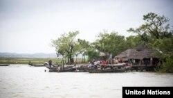 ျမန္မာႏိုင္ငံ၊ ရခုိင္ျပည္နယ္အတြင္းက ျမစ္ကမ္းေဘးရြာတရြာ။ (ဓာတ္ပံု- UNHCR)