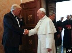 Papa Franjo sa predsednikom SAD Donaldom Trampom u Vatikanu, 24. maja 2017.