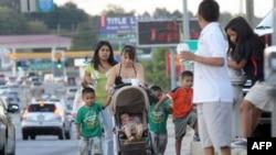 Иммиграция в США: «латинос» изучают позиции кандидатов в президенты