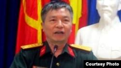 Đại tá, Phó Giáo sư, Tiến sĩ, Nhà giáo Ưu tú Trần Đăng Thanh thuộc Học viện Chính trị của Bộ Quốc phòng (anhbasam.wordpress)