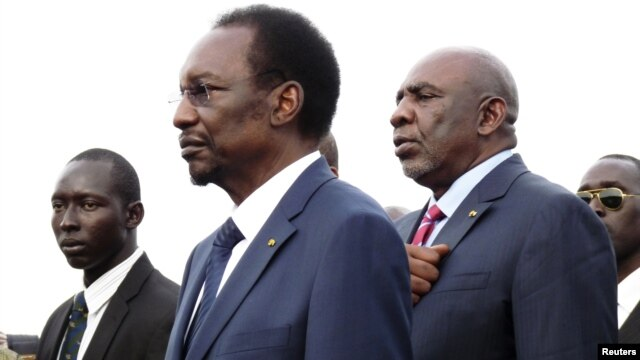 Mali's interim President Dioncounda Traore (C) arrives at the main airport in the capital Bamako, July 27, 2012.