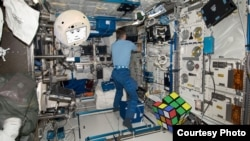 One of CIMON's exercises on the International Space Station (ISS) will involve a Rubik's Cube. (Airbus)