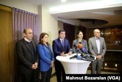 Avrupa Parlementosu'ndan bir heyetle Diyarbakır'da bir araya gelen HDP Eş Genel Başkanı Selahattin Demirtaş, toplantının ardından gazetecilerin sorularını yanıtladı