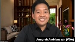 Manajer program Saiful Mujani Research and Consulting (SMRC), Saidiman Ahmad, saat merilis hasil survei terkait pembubaran organisasi Front Pembela Islam (FPI) dan Hizbut Tahrir Indonesia (HTI), Selasa 6 April 2021. (Anugrah Andriansyah)