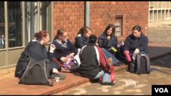 Učenice škole u Pretoriji koja prima tinejdžerke u svim stadijumima trudnoće.