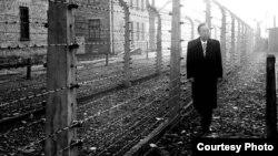 반기문 유엔 사무총장이 19일 2차 세계대전 당시 독일 나치 정권이 폴란드에서 운용했던 아우슈비츠-비르케나우 강제수용소를 방문했다. 사진=유엔 제공.