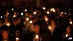香港民众在维多利亚公园举行六四烛光纪念会