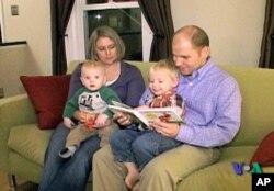 Ο Ντέηβ και η Άντρεα Κουκ με τα παιδιά τους