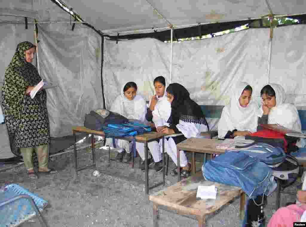 تعلیم کے فروغ کے لیے کام کرنے والی غیر سرکاری تنظیم الف اعلان کی ایک رپورٹ مطابق پاکستان میں ڈھائی کروڑ بچے تعلیم کے حق سے محروم ہیں۔