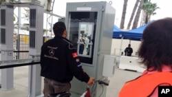 Kamera za verifikaciju identiteta na granici između SAD i Meksika