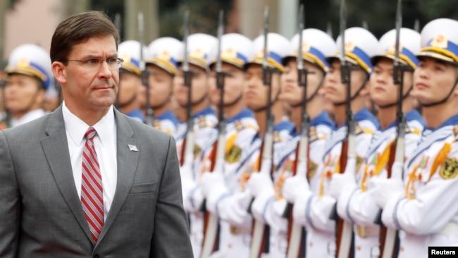 美国防部长计划将注意力集中于中俄