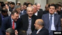 صلاح زواوی سفیر دولت خودگردان فلسطینی که سه دهه در ایران است، یکی دیگر از مهمانان مراسم رسمی در تهران است.