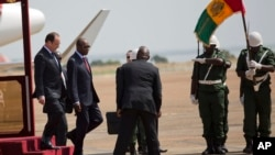 法國總統奧朗德星期五抵達伊波拉病毒肆虐的畿內亞