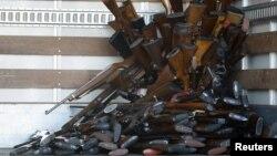 康州槍擊案發生後﹐洛杉磯警方於2012年12月26日收繳了大批由槍主交出的槍支。