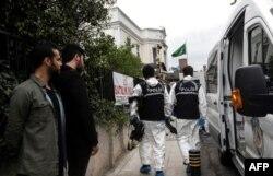Investigadores turcos ingresaron el miércoles 17 de octubre a la casa del cónsul de Arabia Saudí en Estambul.