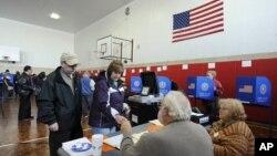 Glasačka mesta često su bila smeštena u gimnastičkim salama lokalnih škola
