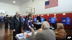 Американцы голосуют на президентских выборах. Лонг-Бич, штат Нью-Йорк. 6 ноября 2012 г.