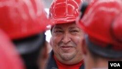 Chávez dijo a la televisora estatal, desde su estado natal de Barinas, que se detectó el tumor en un examen médico en La Habana .