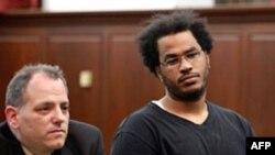 Optuženi Hoze Pimentel (D) u sudnici sa advokatom