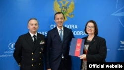 Ministar odbrane Crne Gore Predrag Bošković i američka ambasadorka u Crnoj Gori Džudit Rajzing Rajnke (Foto: rtcg.me)