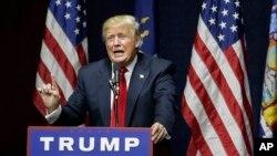 ຜູ້ສະໝັກລົງແຂ່ງຂັນ ເອົາຕຳແໜ່ງປະທານາທິບໍດີ ສັງກັດພັກຣີພັບບລີກັນ ທ່ານ Donald Trump ກ່າວຖະແຫລງໃນລະຫວ່າງ ການໂຮມຊຸມນຸມໂຄສະນາຫາສຽງ ເມື່ອວັນທີ 6 ເມສາ 2016, ໃນເມືອງ Bethpage ຂອງລັດ New York.