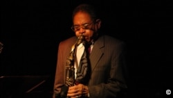 Frank Wess at the Jazz Cellar, Vancouver, Oct. 5, 2005. Photo by Steve Mynett