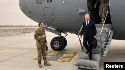 Le secrétaire américain à la Défense, Jim Mattis, à Kaboul le 13 mars 2018