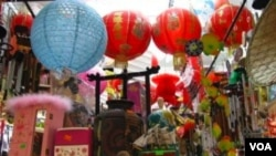 En el barrio chino puede encontrar de todo: ropa, talismanes para la suerte, comida típica y medicamentos milagrosos.
