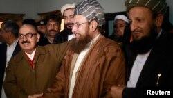 2月6日塔利班和阿富汗政府代表在记者会后握手