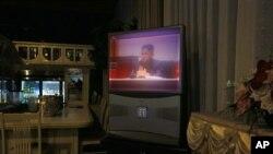 지난 9월 김정은 북한 국방위원회 제 1위원장의 모습을 방영하는 평양 시내 호텔방의 TV 화면. (자료사진)