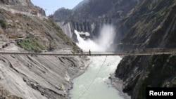 یکی از پروژه های برق آبی هند بر فراز دریای جهلم در منطقۀ مورد منازعۀ کشمیر