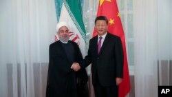 시진핑 중국 국가주석과 하산 로하니 이란 대통령이 14일 상하이협력기구 정상회의가 열리는 키르기스스탄 수도 비슈케크에서 회담했다.